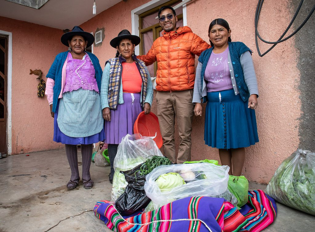 A Story of a Nomad: The Women of Lajastambo. Huertos Urbanos, Sucre.